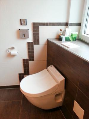 WC Mit Integrierter Unterdusche